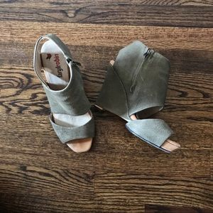Faryl Robin Madison leather wedges sandals 7